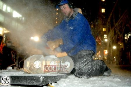 5th Avenue, NYC - Scultura Chanucchià di ghiaccio